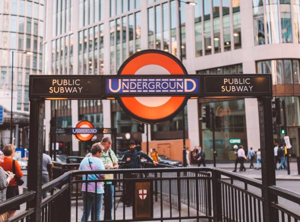 Le métro de Londres | L'histoire derrière les panneaux les plus connus au monde